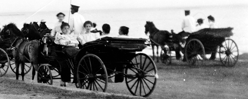 A close up of an 1899 photo of the Luneta. These girls look like they're having fun!