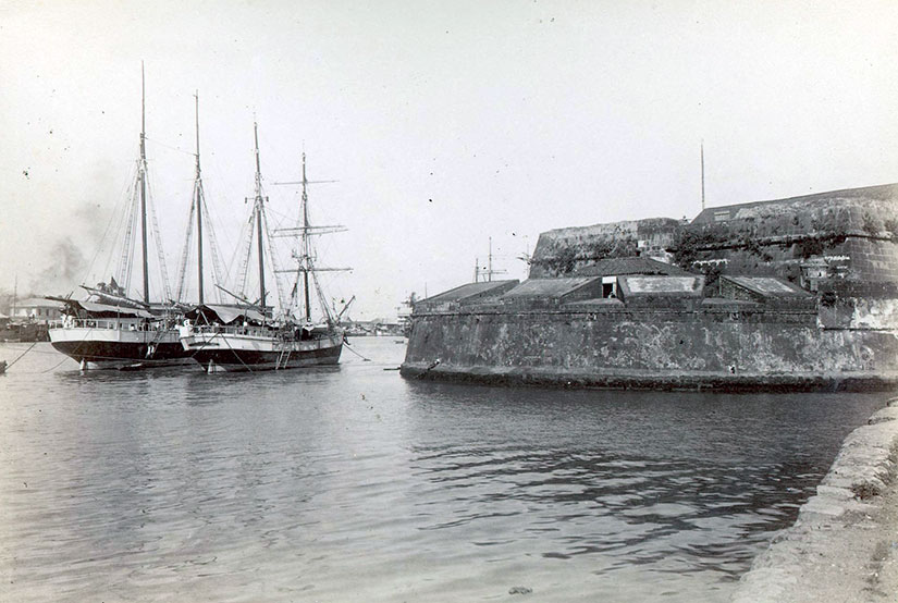 Photo of boats in front of Fort Santiago