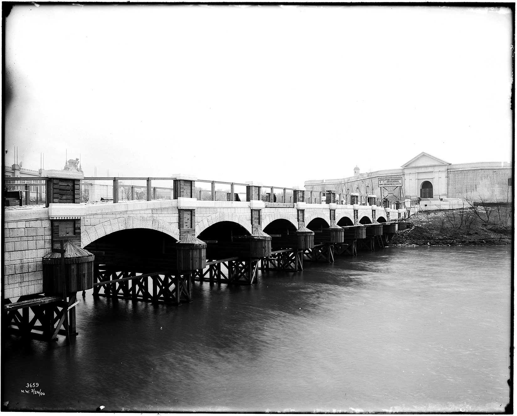 1904-worlds-fair-bridge-spain-intramuros